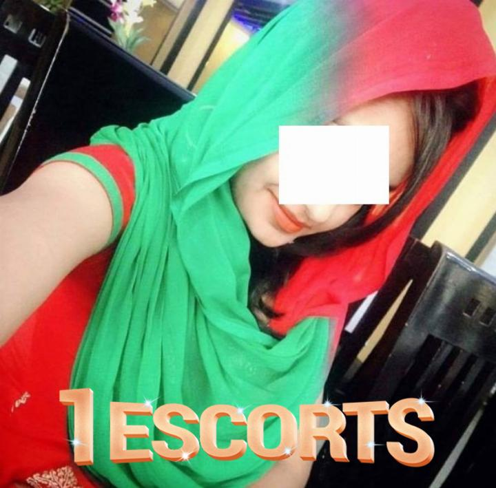 Foot licking experienced Lucknow Escort HouseWife Pari -1