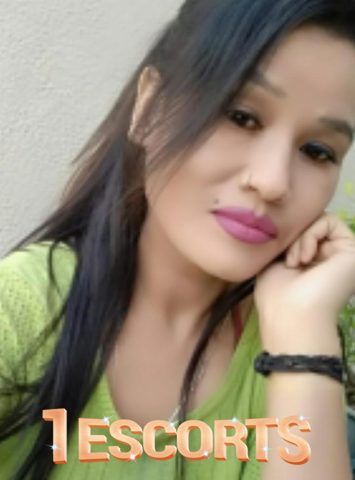 Malesiya call girls Ahmadabad city  -3