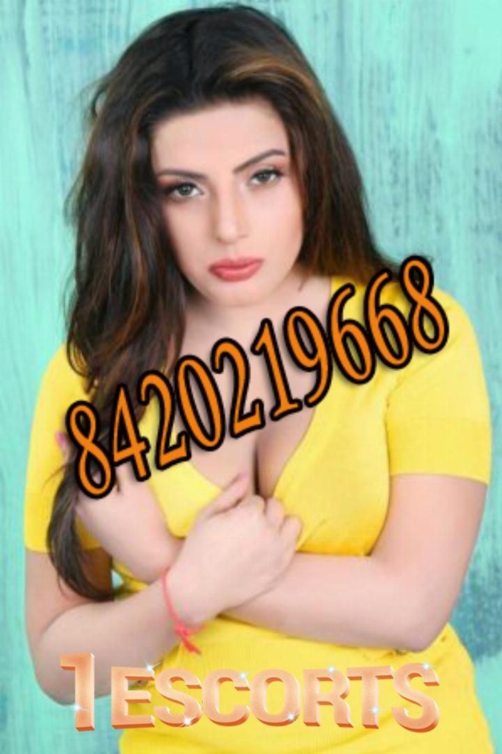Kolkata Escort Service in Rajarat near the pride hotel  kolkata call girls  call 8584015078 -1