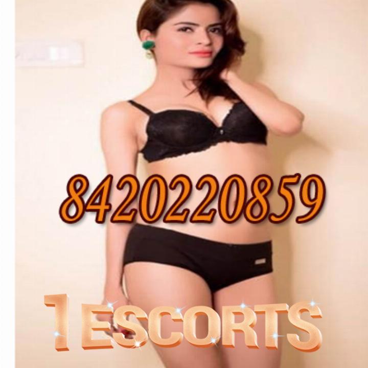 Kolkata Escort Service in CHAKRABERIA near Lovelock Hotel  kolkata call girls  call 8584015078 -1
