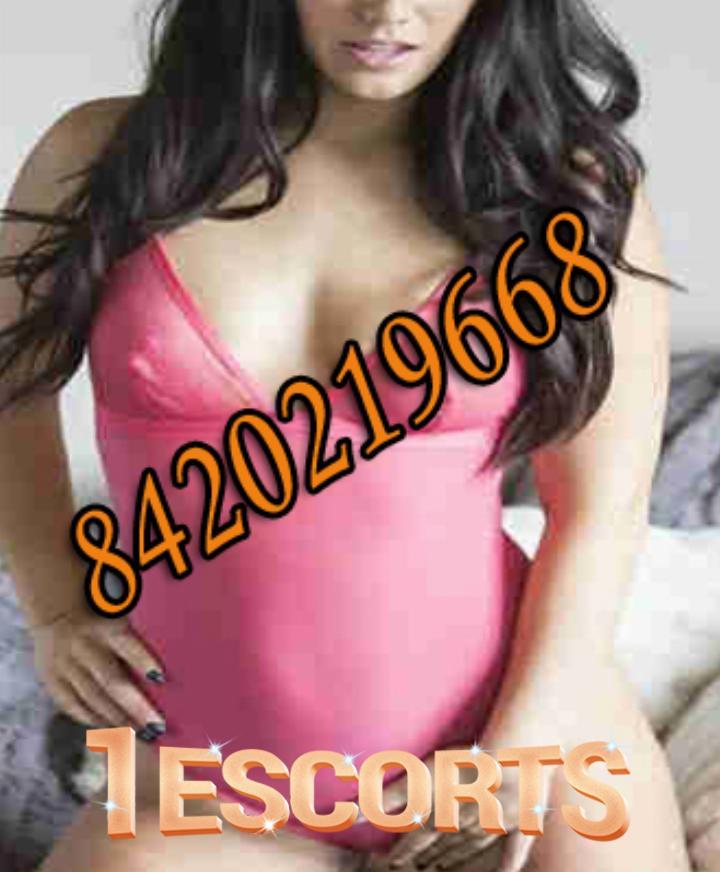 Kolkata Escort Service in BALLYGUNGE near Lovelock Hotel  kolkata call girls  call 8584015078 -1