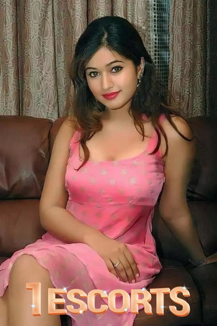Piakapoor  thane Andheri escorts 6203358074  -1