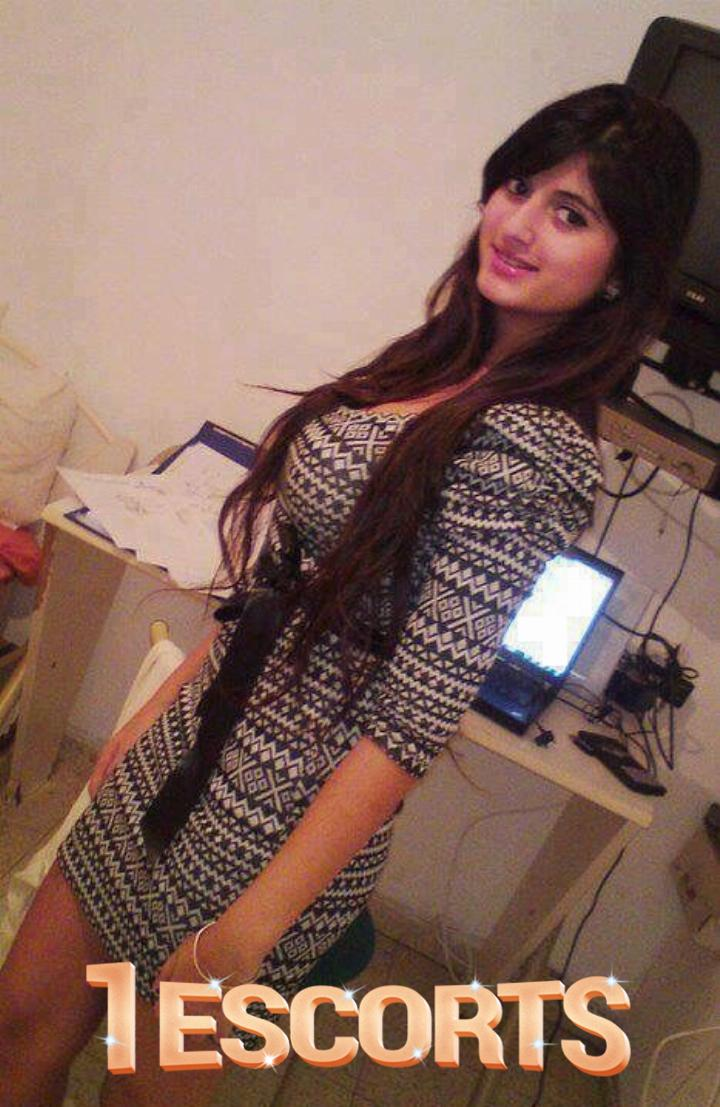 HI PROFILE ESCORTS IN MUMBAI CALL PRIYA 9 8 9 2 60 2 0 3 5  ALL MUMBAI SERVICE  -1
