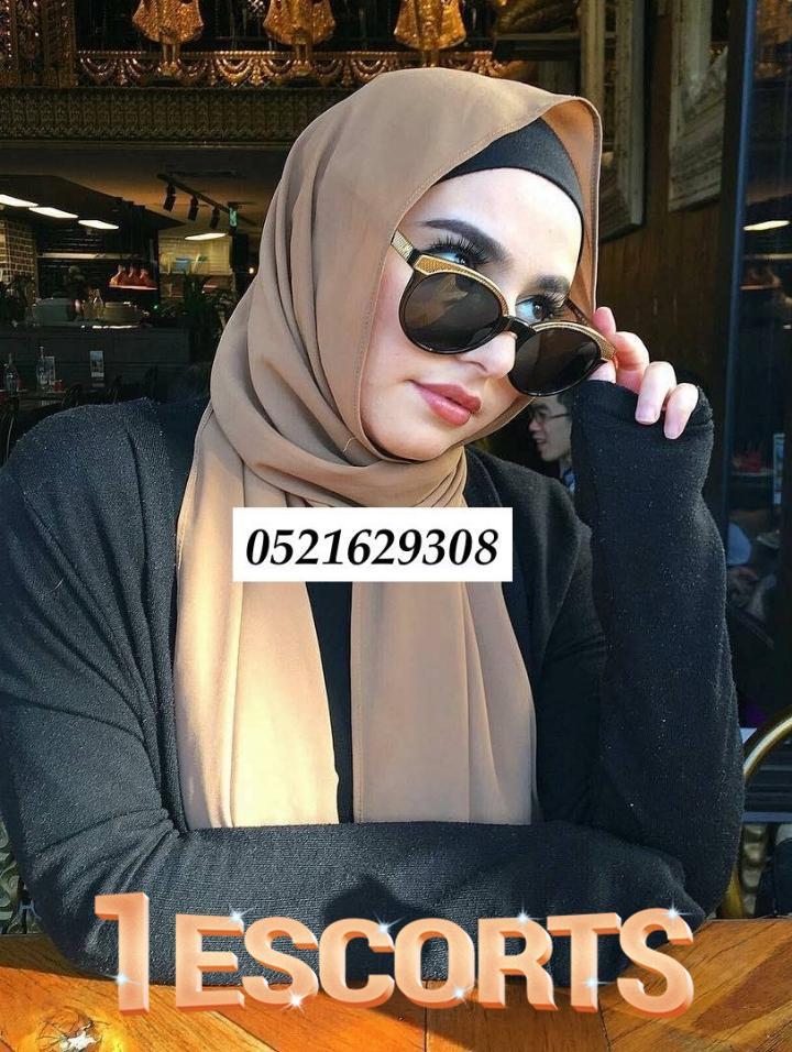 Cynthia in Dubai -2