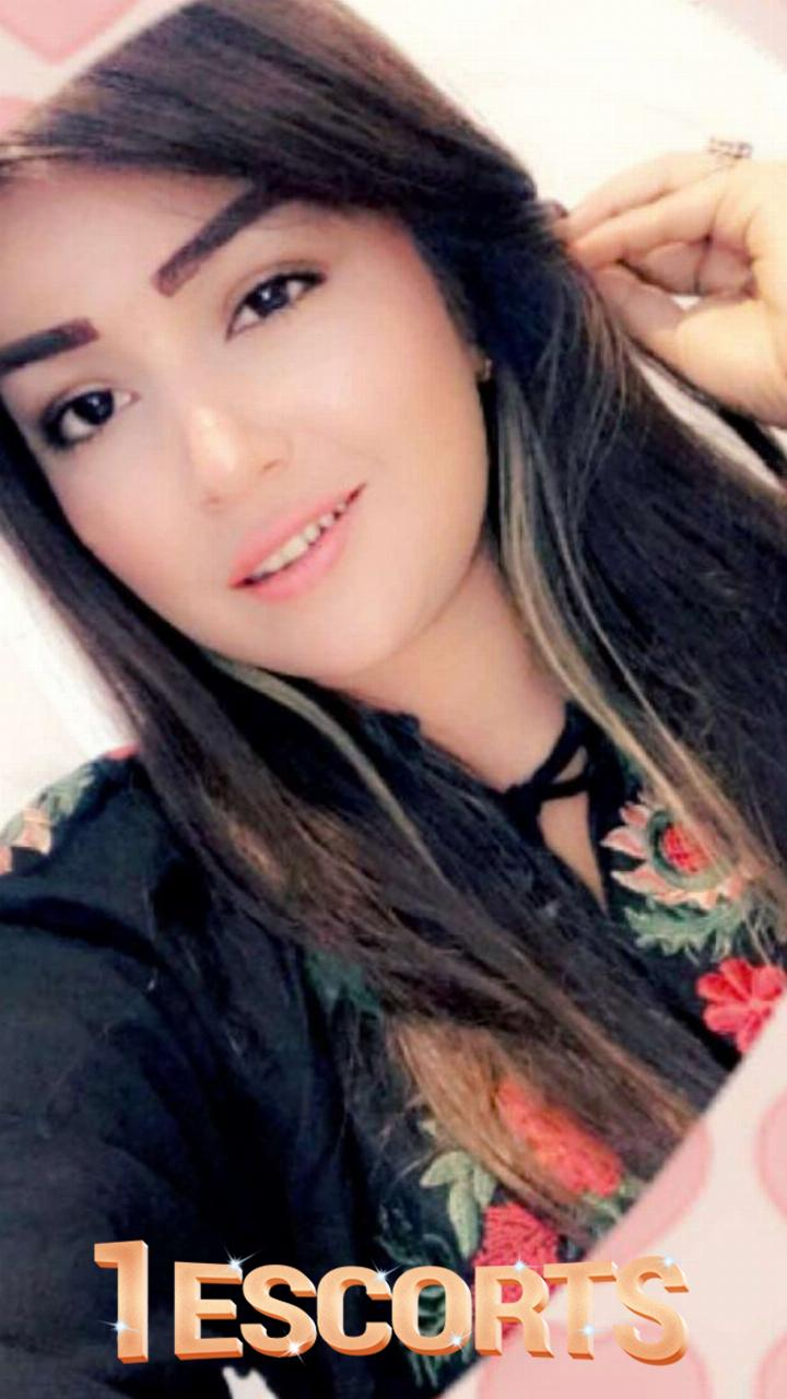 Pakistani Escort in Doha -4