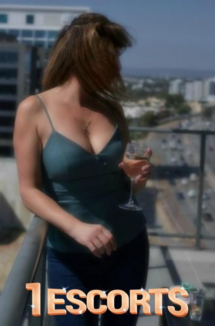 Katrina Kiss -1