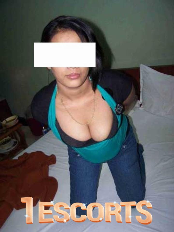 Lucknow Call girls Ph. numbers Bhabhi Escorts Services Housewife -1